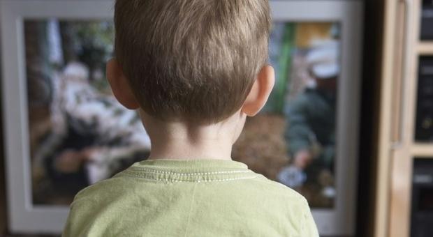 Tv come babysitter, la psicologa: «I genitori spieghino le storie dei cartoni»